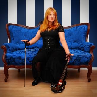 Manuela & das Blaue Sofa